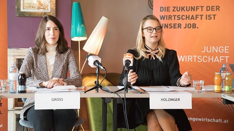 Amelie Groß und Christiane Holzinger bei der Übergabe des Bundesvorsitzes der JW