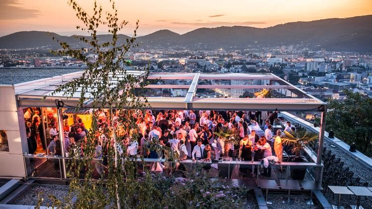 Die Junge Wirtschaft Steiermark feierte bei der Langen Nacht der Jungen Wirtschaft in der Skybar am Schlossberg Graz