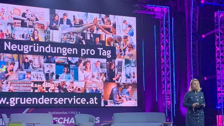 Christiane Holzinger auf der Bühne des 4GameChanger-Festivals in Wien