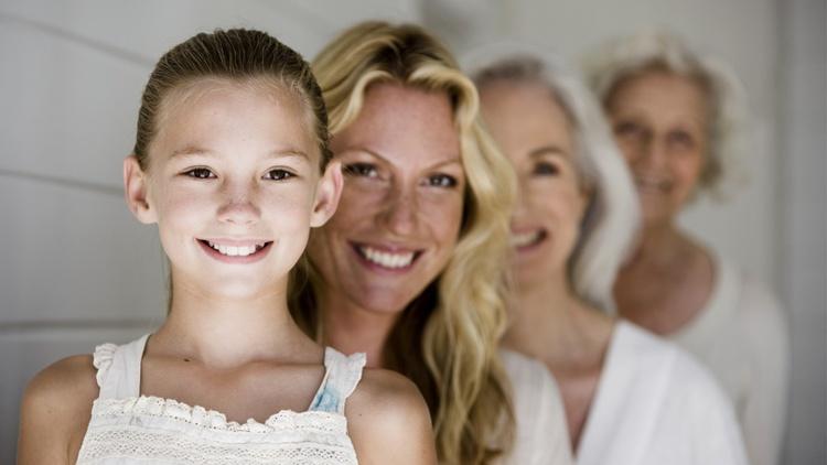 Vier Frauen unterschiedlichen Alters