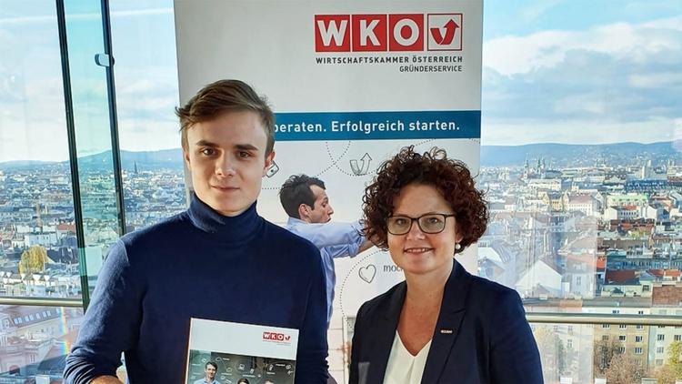 Benjamin Hadrigan und JW-Bundesgeschäftsführerin Elisabeth Zehetner-Piewald
