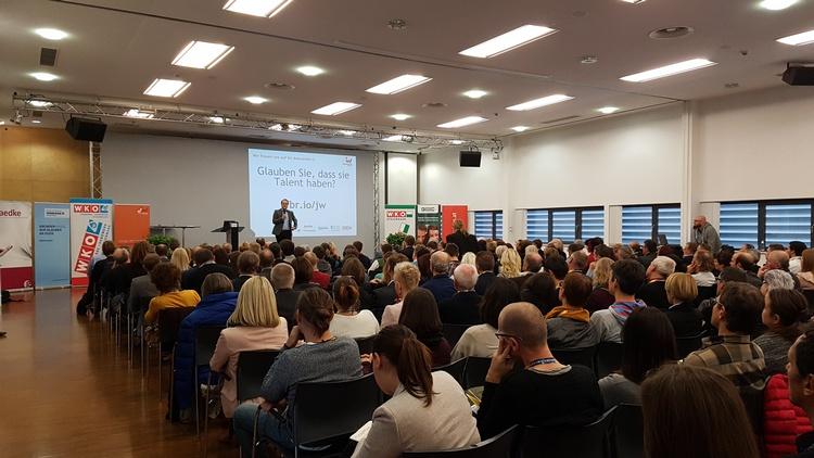Mit Vorträgen, wie von Markus Hengstschläger, bieten wir unseren Mitgliedern einen Mehrwert für den unternehmerischen Erfolg.